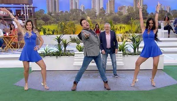 O ator e bailarino Kleber Lopes interpreta o cantor 'Rick Marcos' no programa do SBT. — Foto: Divulgação/SBT