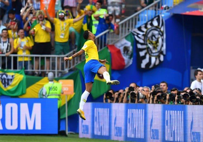 Neymar comemora o primeiro gol do Brasil (Foto: REUTERS/Dylan Martinez)
