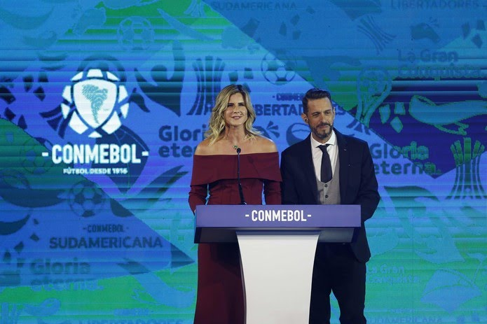 Sorteio da Libertadores ocorreu na noite desta segunda-feira — Foto: EFE/Andrés Cristaldo