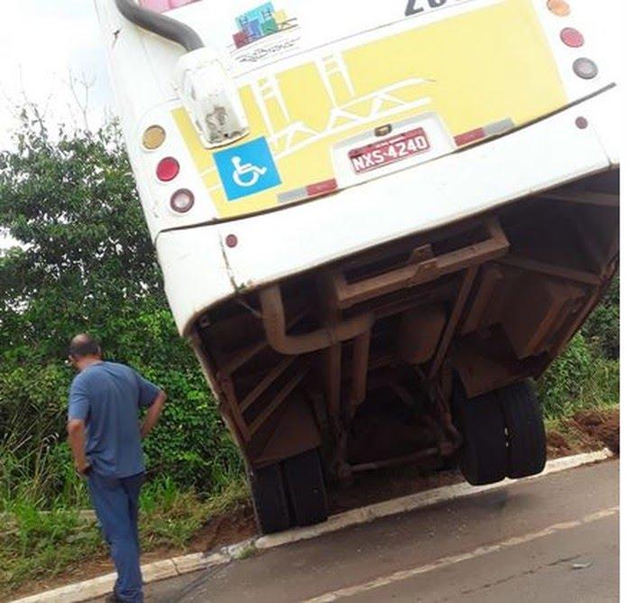 Apenas o motorista estava no ônibus no momento do acidente — Foto: Arquivo pessoal