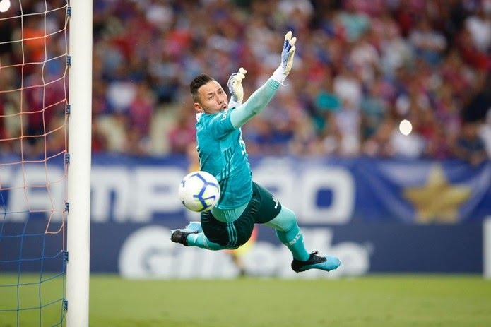 Com grandes defesas, Diego Alves tem sido decisivo para a série invicta — Foto: Thiago Gadelha/SVM