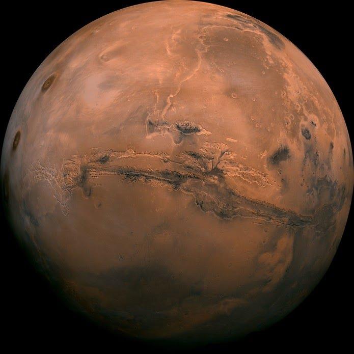 A foto de Marte é uma composição de mais de 100 fotos do planeta, tiradas pelas sondas Viking nos anos 70. — Foto: Nasa (via AP)