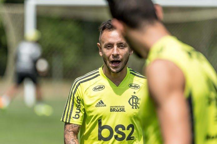 Rafinha realizou cirurgia para correção de fratura na face há uma semana — Foto: Alexandre Vidal / Flamengo