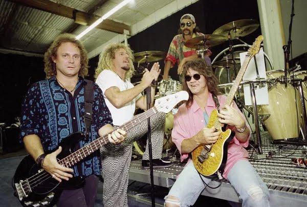 Anthony, Sammy Hagar, Alex Van Halen e Eddie Van Halen, em foto de janeiro de 1993, em Los Angeles — Foto: Kevork Djansezian/AP/Arquivo
