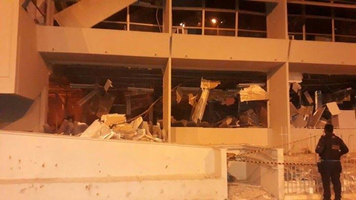 Prédio do banco ficou destruído com o ataque em Lavras da Mangabeira