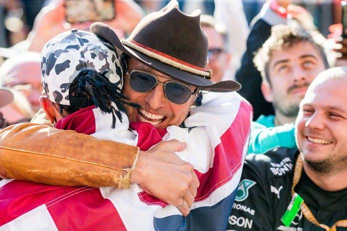 Ator Mattew McConaughey parabeniza Lewis Hamilton pelo hexa na F1 — Foto: Getty Images