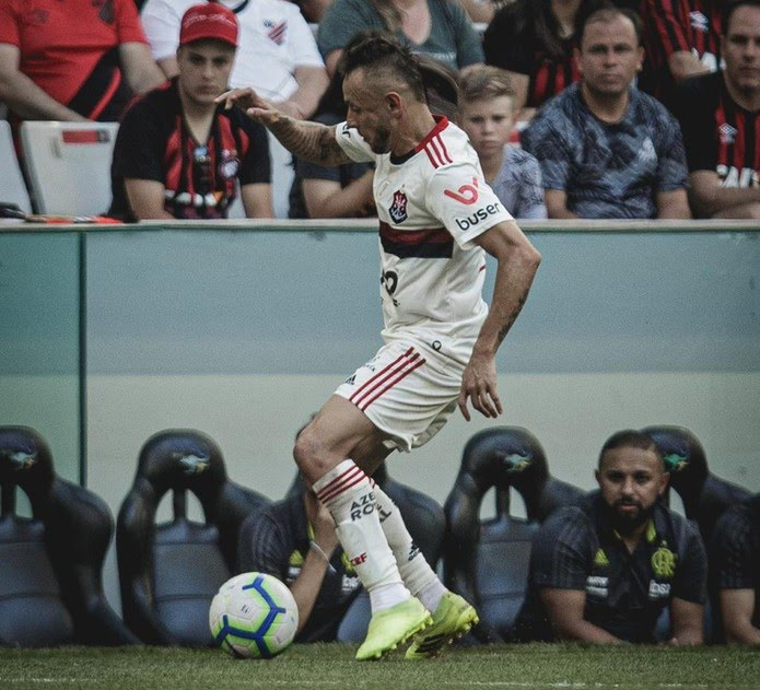 Rafinha contra o Athletico-PR — Foto: Matheus Sebenello / Foto FC