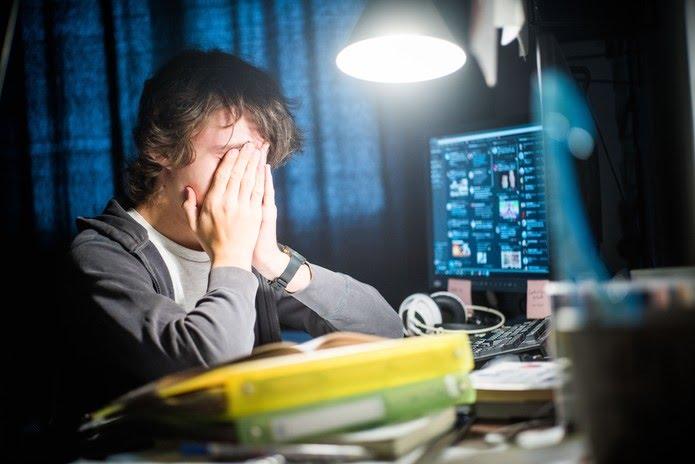 Pressão da escola pode desencadear transtornos mentais em adolescentes — Foto: Voisin/Phanie/AFP/Arquivo
