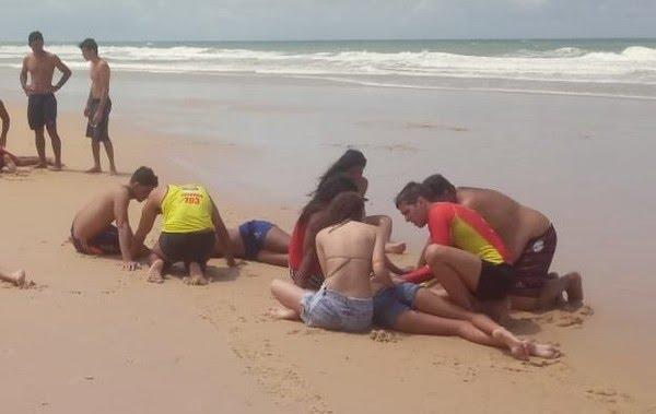 Corpo de Bombeiros resgata nove pessoas da mesma família na praia de Búzios, no RN — Foto: Cedida