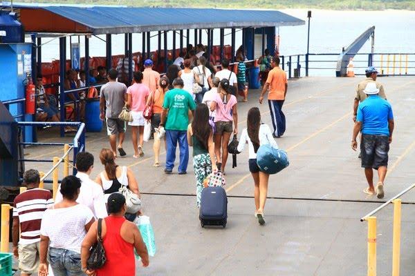 Balsa que faz o trajeto Cabedelo-Costinha volta a funcionar — Foto: Rizemberg Felipe/Arquivo Jornal da Paraíba