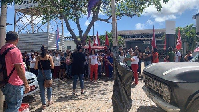 Servidores da Saúde de Natal fazem manifestação no primeiro dia de greve da categoria, esta segunda-feira (2), na UPA de Cidade da Esperança. — Foto: Mariana Rocha/Inter TV Cabugi