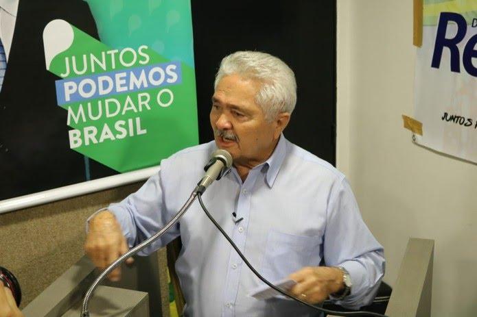 Elmano Férrer, candidato do Podemos ao governo do estado do Piauí  (Foto: Lucas Marreiros/G1 PI)