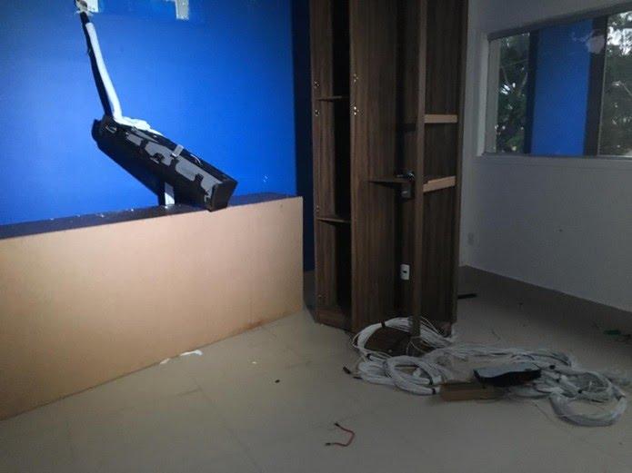 Empresa foi invadida e saqueada por investidores que se sentiram lesados em Natal — Foto: Heloísa Guimarães/Inter TV Cabugi