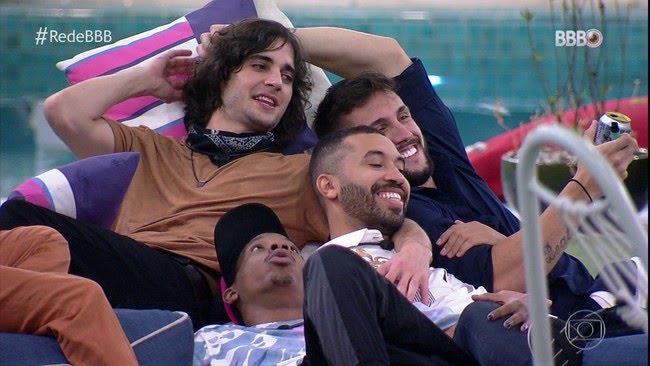 BBB 101 Dias: Entre sorrisos, abraços e choros, brothers se reúnem novamente na casa