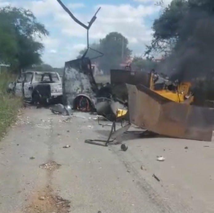 Carro-forte foi explodido por criminosos em estrada da região Seridó potiguar — Foto: Reprodução