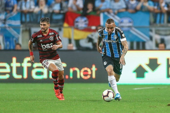Arrascaeta se lesionou no jogo de ida com o Grêmio, em Porto Alegre — Foto: Lucas Uebel/Grêmio FBPA