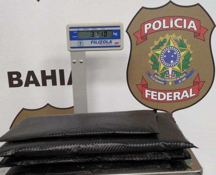 Foram apreendidos cerca de 3,7 kg de cocaína — Foto: Divulgação/PF