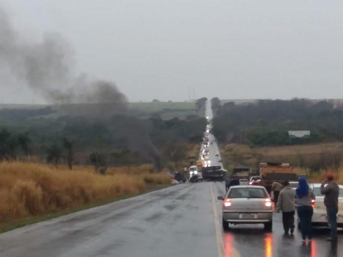 Acidente entre caminhões foi em rodovia de Olímpia (SP) (Foto: Arquivo Pessoal)