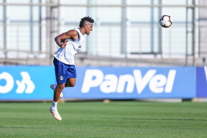 Bruno Cortez no treino do Grêmio — Foto: LUCAS UEBEL/GREMIO FBPA