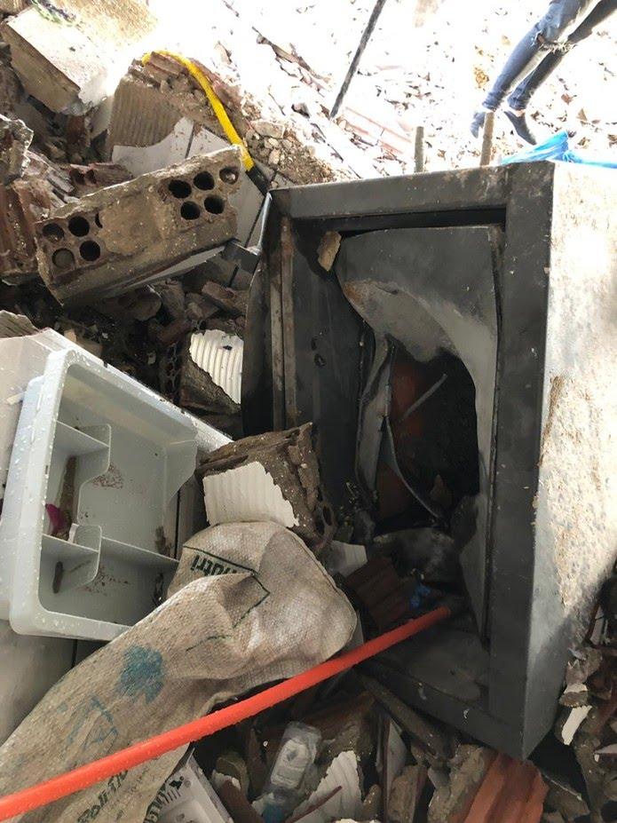 Cofre explodido por criminosos em posto de combustíveis no interior do RN — Foto: Robson Cabugi