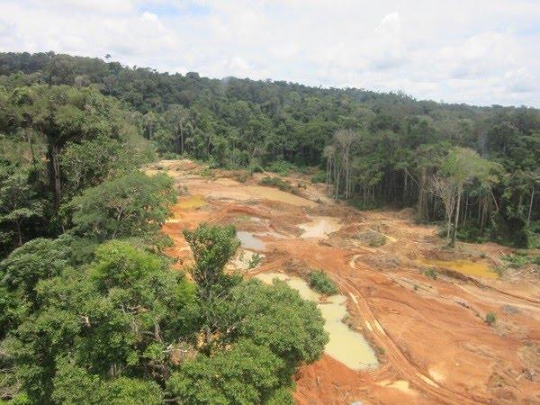 Local onde acontece extração ilegal de diamantes próximo a Espigão D'Oeste em Rondônia — Foto: PF/Divulgação