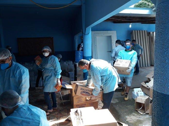 Kits são montados com alimentos que fazem parte da merenda dos estudantes de Candeias — Foto: Prefeitura de Candeias/Divulgação