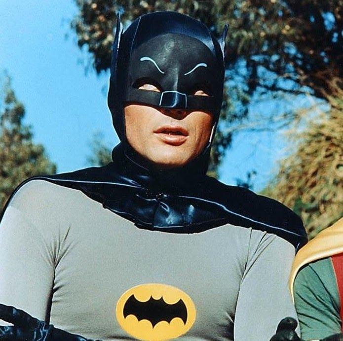 Adam West fico conhecido por interpretar Batman nas telinhas — Foto: Reprodução