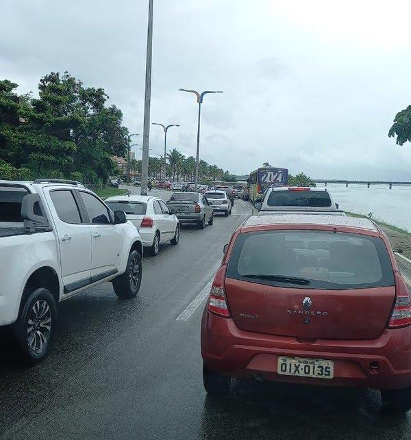 Acidente na ponte Bandeira Tribuzzi deixa trânsito lento em São Luís (MA) — Foto: Divulgação/Redes sociais