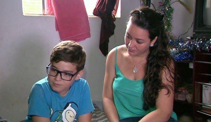 Mayara ficou comovida com o pedido de Bruno e deciciu dar uma festa de natal de presente ao menino em Franca, SP — Foto: José Augusto Júnior/EPTV