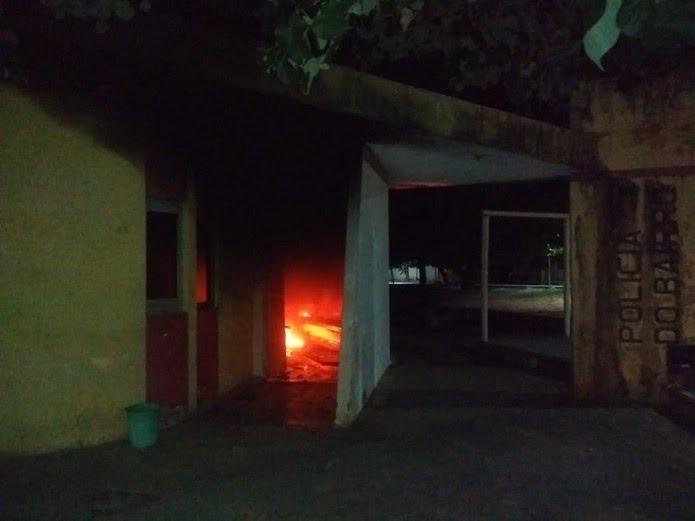 Criminosos atearam fogo em base da PM na Zona Norte de Natal — Foto: Acson Freitas/Inter TV Cabugi