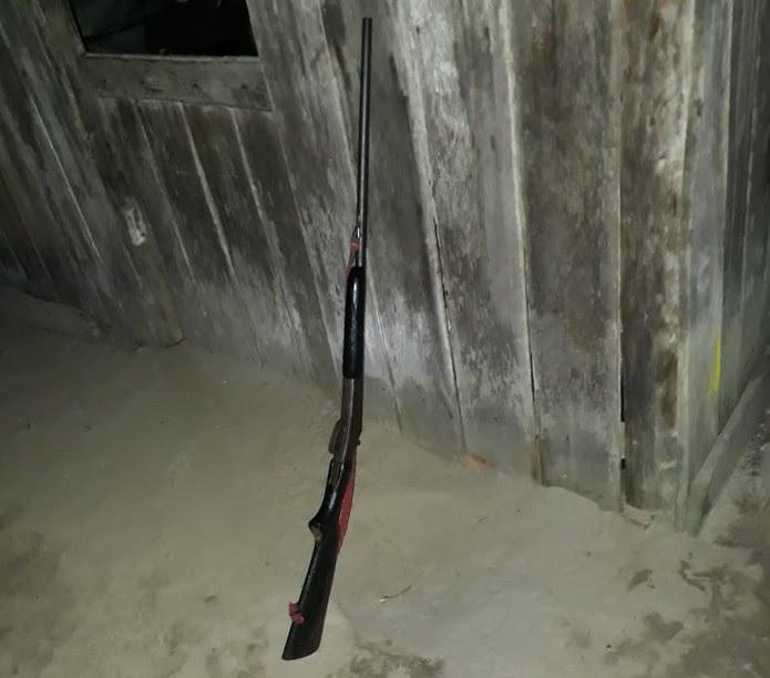 Arma usada no crime foi apreendida pela Polícia Civil de Alenquer (Foto: Rodrigo Carioca/Polícia Civil de Alenquer/Divulgação)