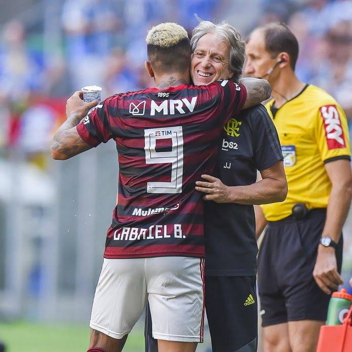Gabigol comemora seu gol e arranca um sorriso do Mister — Foto: Vinícius Costa/BP Filmes