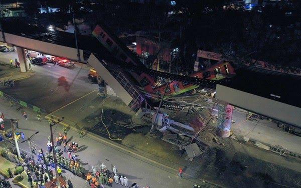 Imagem aérea mostra região de acidente de trem do metrô depois que um viaduto desabou parcialmente na Cidade do  — Foto: Pedro Pardo / AFP Photo