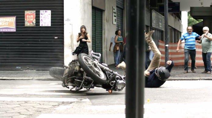 O empresário não consegue parar diante de um sinal vermelho — Foto: TV Globo