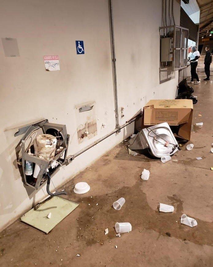 Estádio Mineirão é depredado por torcedores na partida entre Cruzeiro x Palmeiras — Foto: Reprodução/ Twitter Mineirão
