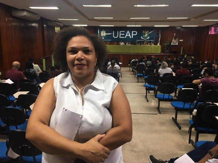 Estudante Edna Melo afirma que é importante ter referências literárias locais — Foto: Caio Coutinho/G1