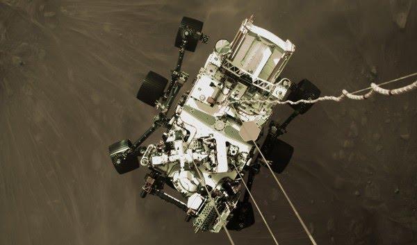 Foto colorida do momento de pouso do robô Perseverance ao planeta Marte. — Foto: NASA/JPL-Caltech