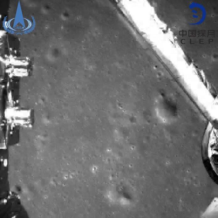 Imagem feita pela Chang'e 4 durante a chegada à Lua. — Foto: China National Space Administration/Xinhua News Agency via AP