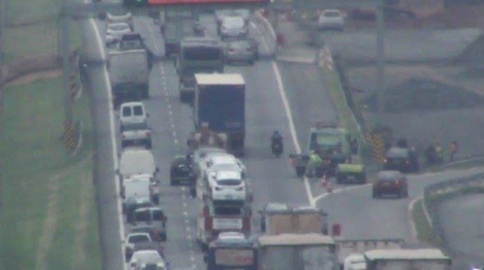 Acidente entre moto e bicicleta causou lentidão no trânsito de Campinas (SP) — Foto: Reprodução/EPTV