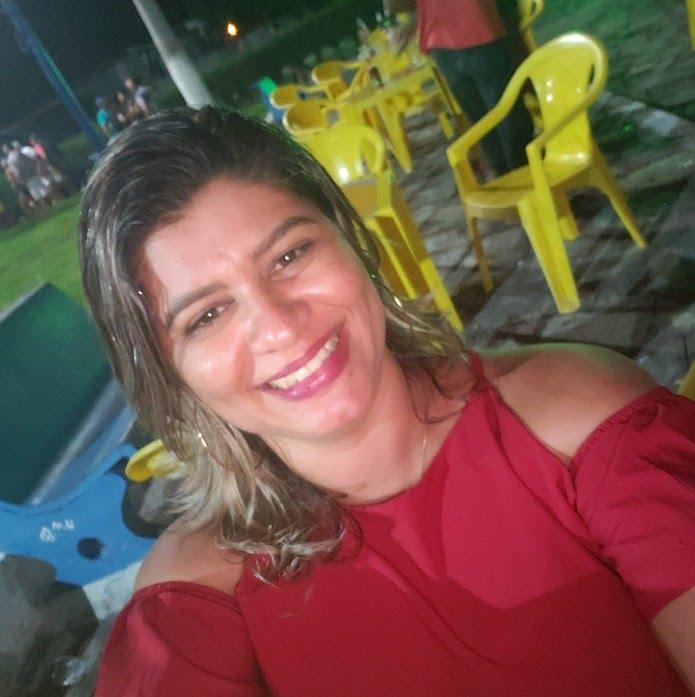 Februska Emanuely Ferreira tinha 34 anos e foi morta a tiros em João Câmara — Foto: Facebook/Reprodução