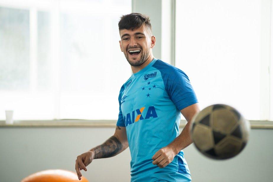 Flamengo e Cruzeiro se entendem no Uruguai e encaminham transferência de Arrascaeta