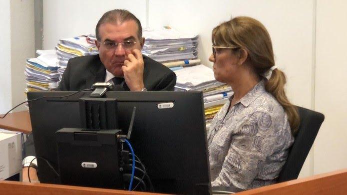 Livânia Farias permaneceu a maior parte do tempo calada durante audiência de custódia em João Pessoa — Foto: Walter Paparazzo/G1