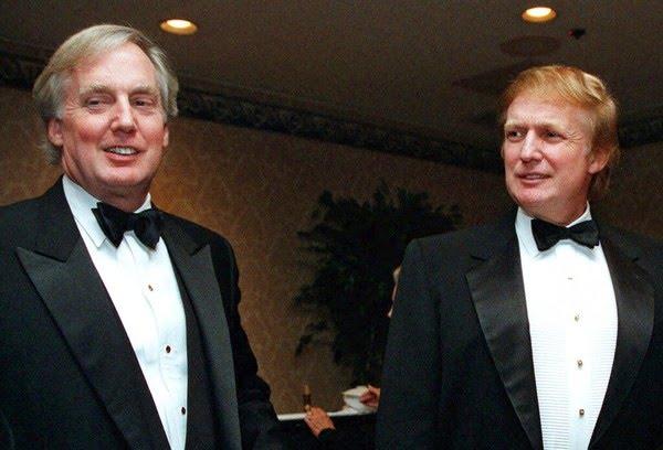 Robert e Donald Trump, em foto de novembro de 1999 — Foto: Diane Bonadreff / AP Photo / Arquivo