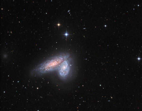 Par de galáxias NGC 4567 e NGC 4568 — Foto: Nasa/Johannes Schedler