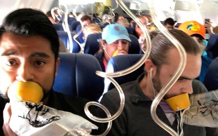 Marty Martinez (esquerda) durante transmissão de Facebook Live feita em meio ao acidente do voo 1380 da Southwest Airlines, em 17 de abril (Foto: Marty Martinez via AP)