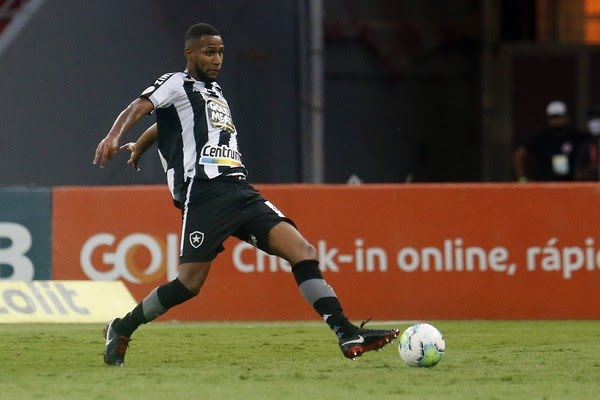 Helerson deve ter o contrato renovado com o Botafogo até o fim de fevereiro — Foto: Vitor Silva/Botafogo