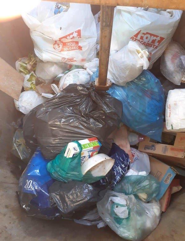 Bebê foi encontrada em meio ao lixo, no DF — Foto: Arquivo pessoal