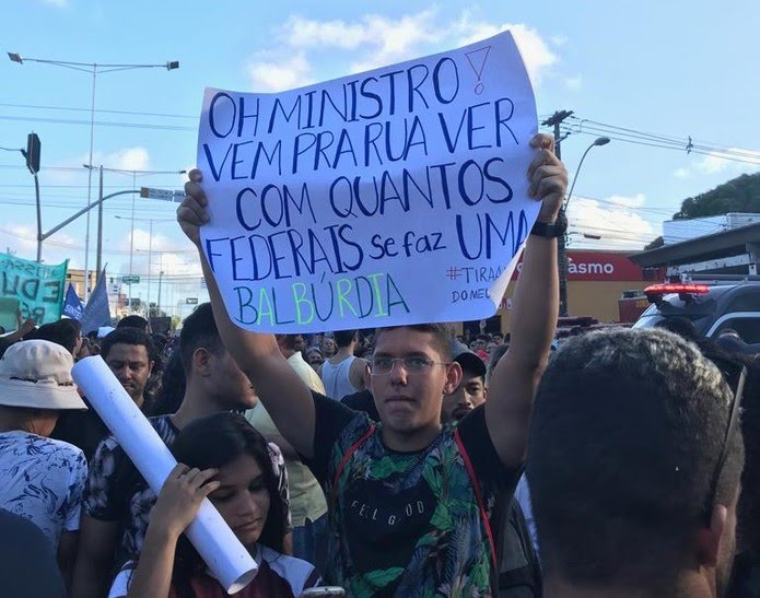 Manifestação acontece nesta quarta-feira em Natal — Foto: Rafael Barbosa/G1