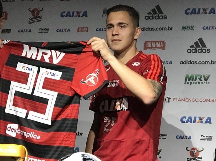 Piris exibe a camisa de número 25 (Foto: Cahê Mota)