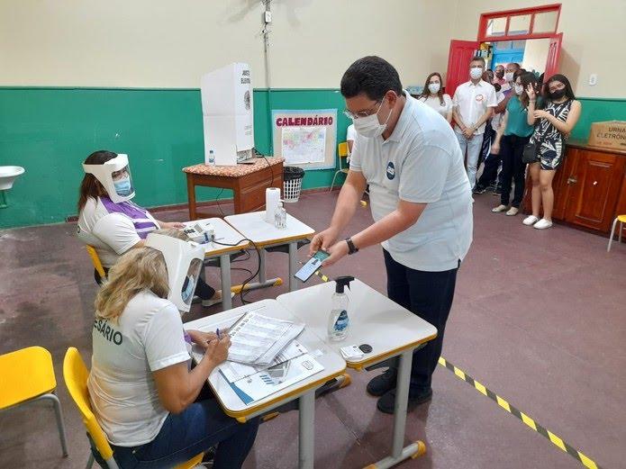 Josiel (DEM) no procedimento para votação — Foto: Victor Vidigal/G1